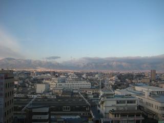 ホテルの窓からびっくりな山々が・・・(笑)